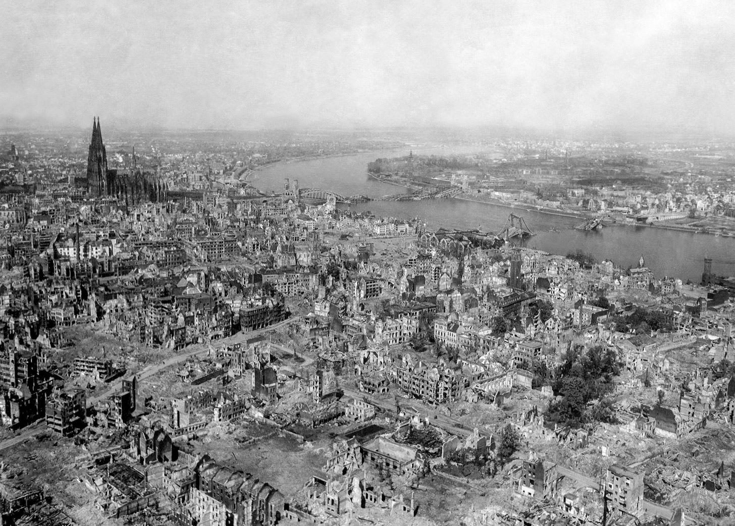 Keulen na het bombardement in de Tweede Wereldoorlog